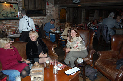 They were from Daytona Beach and were celebrating their 28th wedding  anniversary. And since his mother had never been to Savannah, they invited  her along. - RV-Dreams Journal: Linda's Birthday At The Olde Pink House